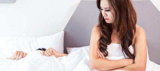 hôtesse de tel rose dans lit